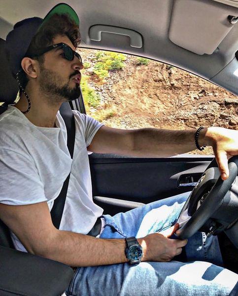 مهرداد صدیقیان پشت فرمان ماشینش + عکس