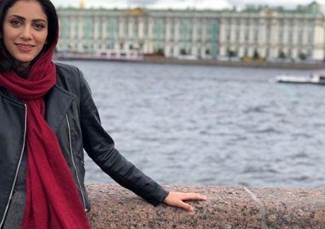 مونا فرجاد لب آب در روسیه+عکس