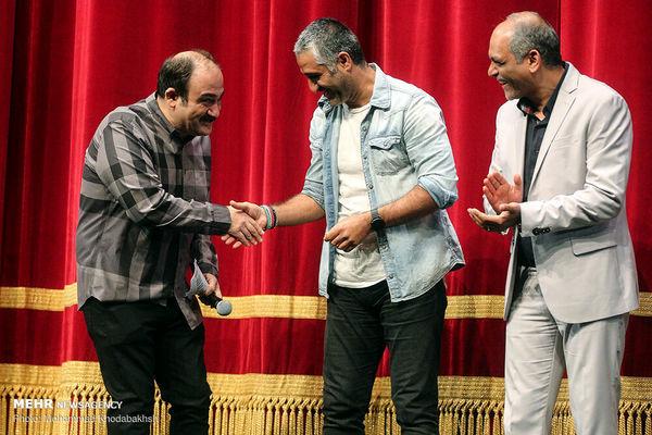 خوش و بش مهران غفوریان و پژمان جمشیدی روی صحنه + عکس