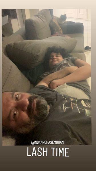استراحت مهراب قاسمخانی و پسرش در خانه + عکس