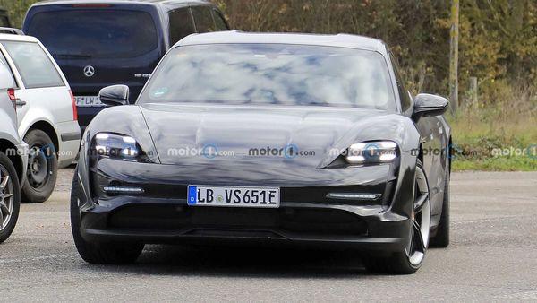 پورشه از خودرو Porsche Taycan Cross Turismo 2022 رونمایی کرد+ عکس