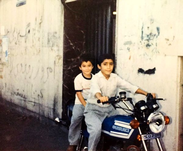 هادی کاظمی و برادرش در نوجوانی چی کار میکردن؟ + عکس