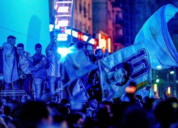 شادی مردم آرژانتین در خیابانها پس از قهرمانی+ عکس