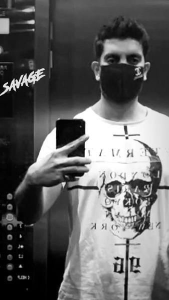 ماسک برند خواننده معروف + عکس