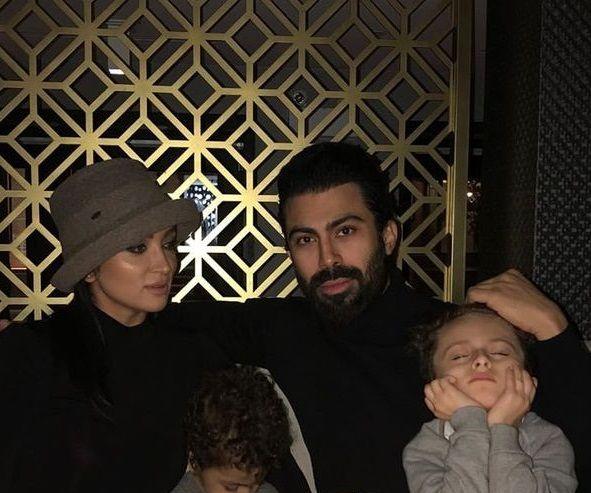 روناک یونسی و  عزیزانش در رستوران