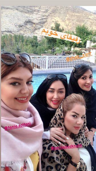 سارا منجزی پور و دوستانش لب استخر + عکس