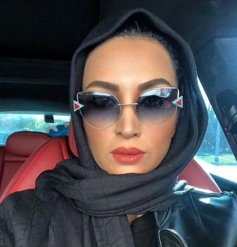 عکس با حجاب روناک یونسی در کانادا