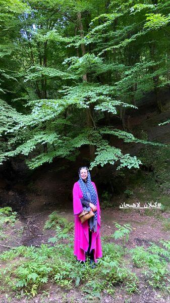گشت و گذار خانم بازیگر در طبیعت زیبای گیلان + عکس