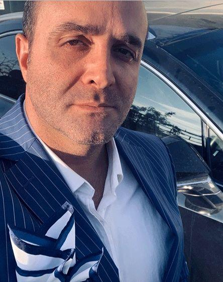 سلفی رسمی سینا سرلک با ماشینش+عکس