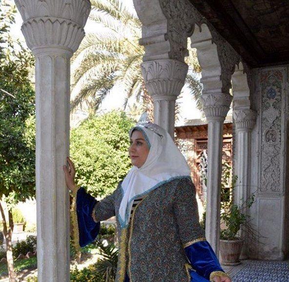 خانم گوینده خبر با لباس های قجری + عکس