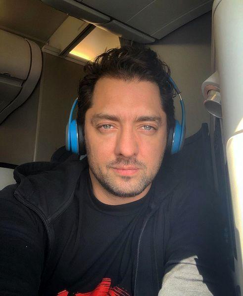 سلفی بهرام رادان در هواپیما + عکس