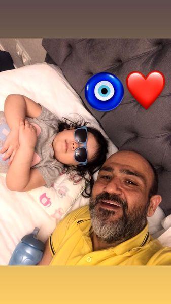 آقای بازیگر و دخترش در رختخواب + عکس