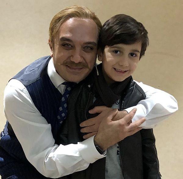پسر بازیگر مشهور در آغوش احسان کرمی + عکس