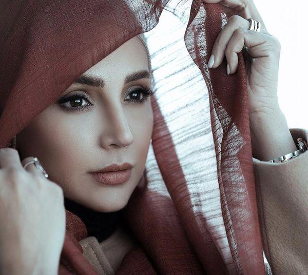شبنم قلی خانی با ژست آتلیه ای + عکس