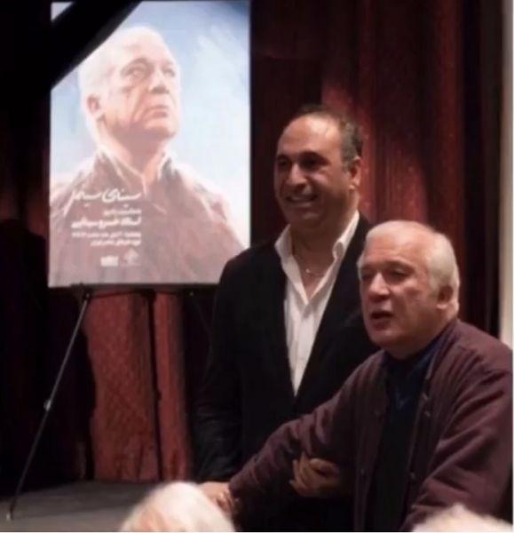 عکسی از حمید فرخ نژاد و پدرش در سالگرد فوت پدرش