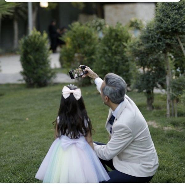 امیرمهدی ژوله و دخترش در یک عروسی + عکس