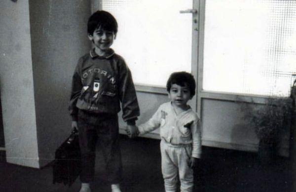 بچگی بازیگر زی زی گولو و برادرش + عکس