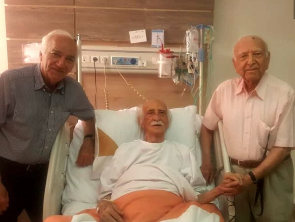عیادت بنفشه خواه از استاد اسد زاده در بیمارستان+عکس