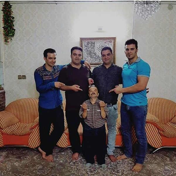 بازیگر خوش قامت معروف در کنار پسرانش + عکس