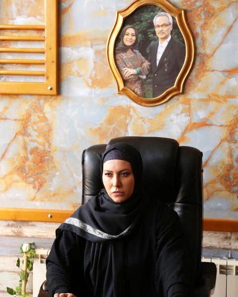 عکس با ابهت فریبا نادری پشت میز مدیریتی اش