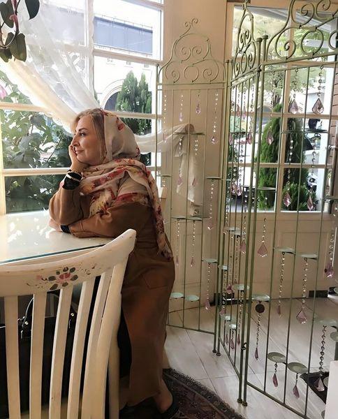 مرجانه گلچین در یک کافه + عکس