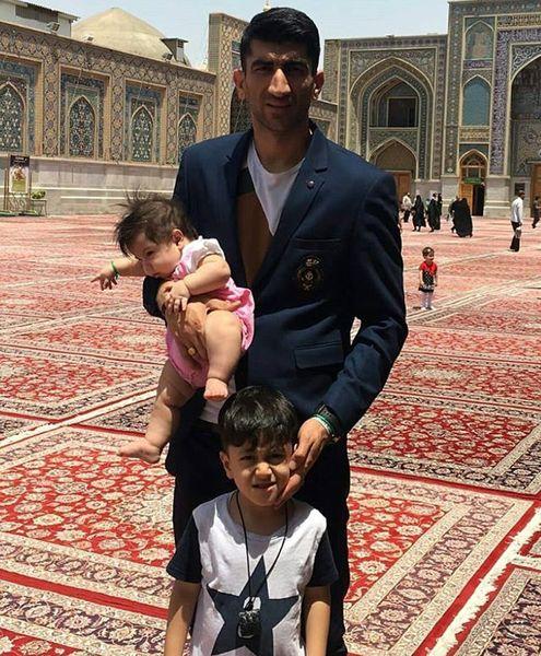 علیرضا بیرانوند و فرزندانش در مشهد+عکس