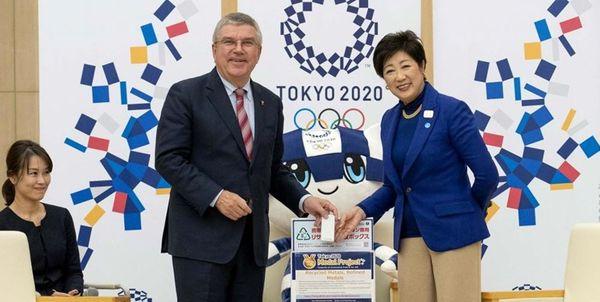 توماس باخ گوشی همراه خود را به کمیته برگزاری بازیهای المپیک 2020 اهدا کرد