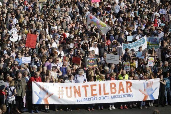 آلمانیها در اعتراض به نژادپرستی در این کشور دست به تظاهرات زدند