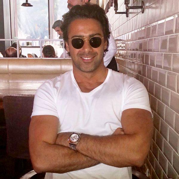 فرهاد مجیدی در یک کافه + عکس