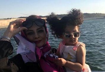 ژست دختر ناز یکتا ناصر لب دریاچه خلیج فارس+عکس