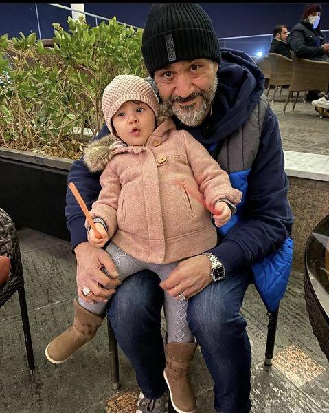عکس جدید مهران غفوریان و دخترش هانا در یک رستوران