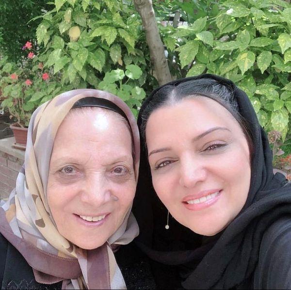 الهام پاوه نژاد در کنار مادرش + عکس