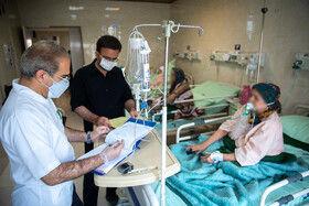 تخت های بیمارستان کامکار قم به دلیل شیوع گسترده ویروس کرونا در موج پنجم کاملا پر شده است.