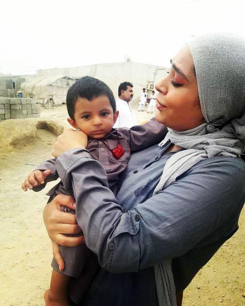 بازیگر دلدادگان در میان کودکان محروم+عکس