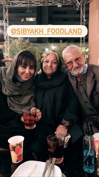 بهنوش بختیاری و پدر و مادرش در رستوران + عکس