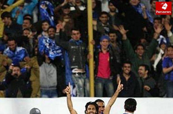 تشویق مجیدی بیرون ورزشگاه و شعار علیه مهاجم سپاهان