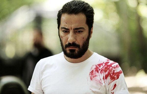 لباس خون آلود نوید محمدزاده + عکس