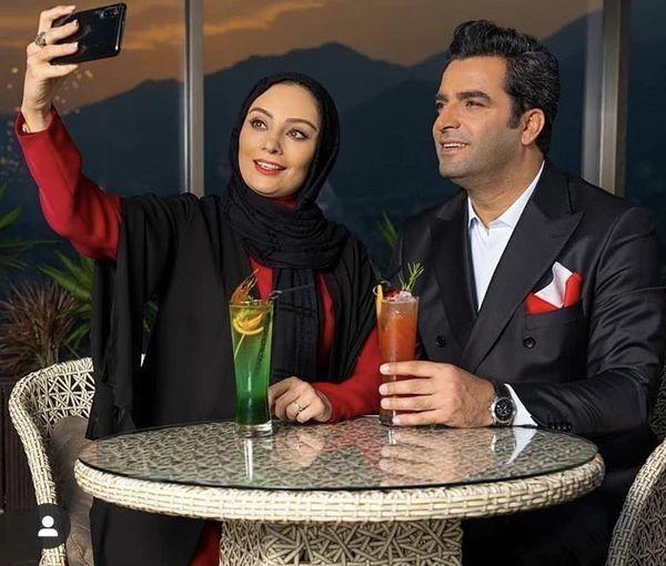 سلفی گرفتن یکتا ناصر با همسرش در یک رستوران + عکس