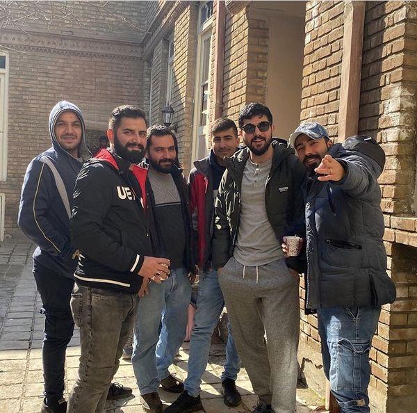 سینا مهراد و عوامل پشتصحنه سریال آقازاده + عکس