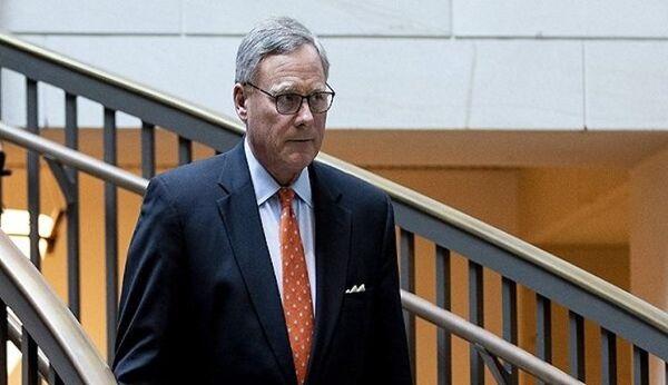 رئیس کمیته اطلاعاتی سنای آمریکا استعفا کرد