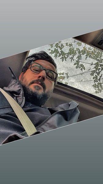 محسن کیایی در ماشین شخصی اش + عکس