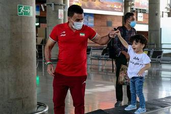 واکنشهای جالب پسر محمد بنا بعد از دیدن پدر از تلویزیون +فیلم