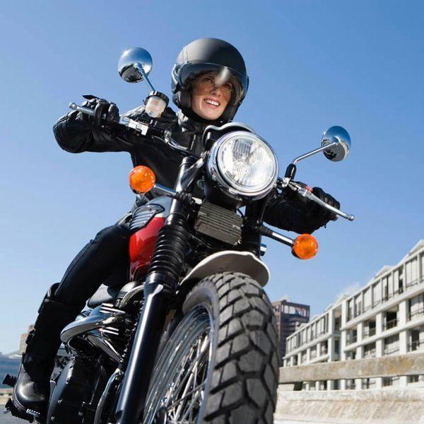 موتور سواری خانم مجری + عکس
