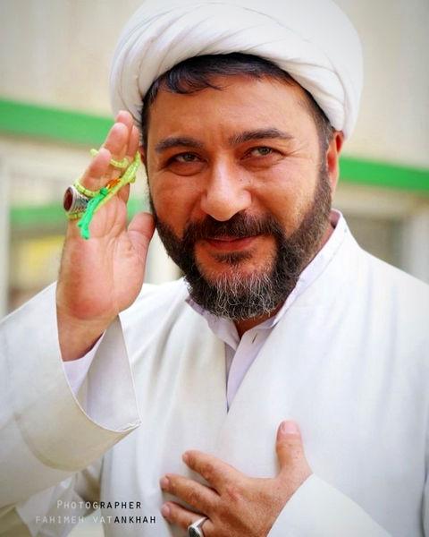 امیرحسین صدیق لباس روحانیت بر تن کرد + عکس