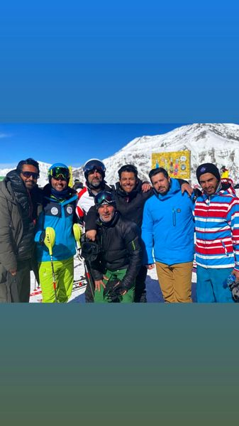 اسکی رفتن دست جمعی گلزار با دوستانش + عکس