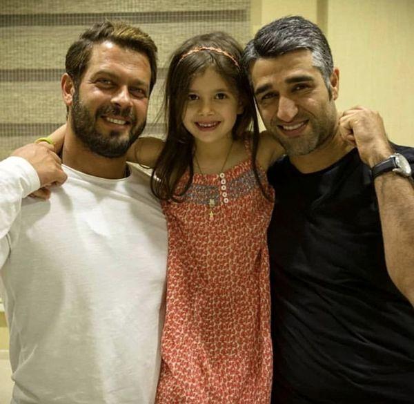 پژمان جمشیدی در کنار پژمان بازغی و دخترش + عکس
