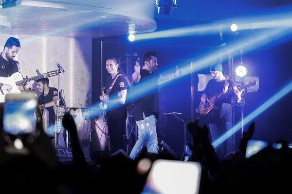 محمدرضا گلزار وسط کنسرت+عکس