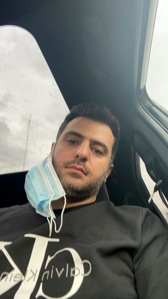 حال بد علی ضیا در ماشین + عکس