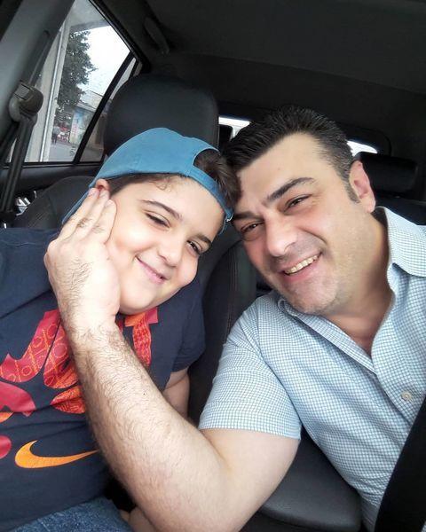 سلفی آقای گوینده خبر با پسرش در ماشین + عکس
