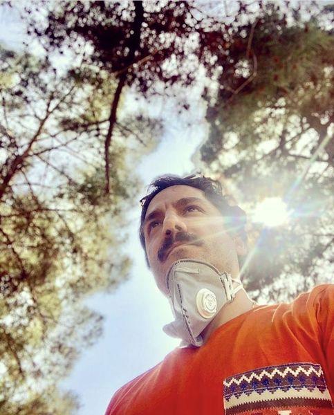 عباس غزالی با پروتکل های بهداشتی + عکس